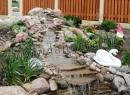 Водопад с использованием песчаника, валуна, гальки